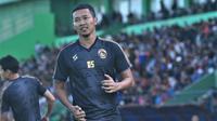Dendi Santoso menyongsong musim 2020 bersama nakhoda baru Arema FC, Mario Gomez. (Bola.com/Iwan Setiawan)