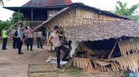 Rumah pondokan berdaun nipah di dua desa di Kabupaten Ogan Ilir Sumsel dirobohkan, karena menjadi tempat transaksi narkoba dan judi sabung ayam (Liputan6.com / Nefri Inge)