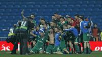Para pemain Leganes merayakan keberhasilan mencapai semifinal usai mengalahkan Real Madrid pada perempat final Copa del Rey di Santiago Bernabeu stadium, Madrid, (24/1/2018). Leganes menang 2-1. (AP/Francisco Seco)