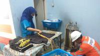 Pengusaha laundry pakai gas PGN. (Foto: Liputan6.com/Dian Kurniawan)