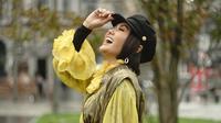 Yuni Shara kenakan pakaian yang terbuat dari bahan kunyit dan daun ketapang (Dok.Instagram/@yunishara36/https://www.instagram.com/p/B3KJytcpgUT/Komarudin)