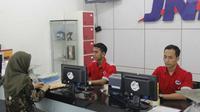 Pelayanan jasa ekspedisi JNE Cirebon tetap buka saat mudik dan lebaran. Foto (Liputan6.com / Istimewa)