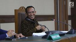 Mantan Menteri Agama Suryadharma Ali saat menjalani sidang lanjutan PK di PN Jakarta Pusat, Rabu (25/7/2018). Dalam kesimpulannya, Suryadharma Ali meminta majelis hakim membebaskan dirinya dari hukuman penjara. (Liputan6.com/Helmi Fithriansyah)