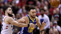 Stephen Curry Pimpin Warriors Curi Kemenangan di Kandang Raptors (AP)