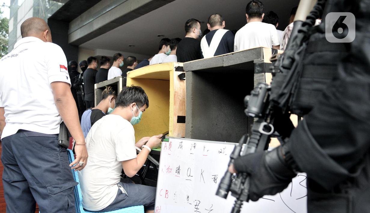 Foto Polisi Ringkus 91 Wn China Sindikat Penipuan Online News