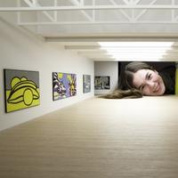 Dibuat hanya seukuran kepala, kamu hanya perlu menengok ke dalamnya untuk menikmati karya di dalam galeri.