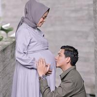Pemotretan maternity shoot anak kedua Tantri 'Kotak', memesona. (Sumber: Instagram/@tantrisyalindri)