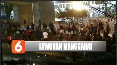 Tawuran kembali terjadi di dekat Stasiun Manggarai, perjalanan kereta Commuter Line terganggu.