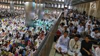 Umat muslim melaksanakan salat Idul Fitri di Masjid Istiqlal, Jakarta, Rabu (5/6/2019). Umat muslim Indonesia merayakan Hari Raya Idul Fitri 1 Syawal 1440 Hijriah pada hari Rabu, 5 Juni 2019. (Liputan6.com/JohanTallo)