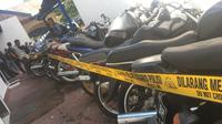 25 sepeda motor bertangki jumbo disita Polda Gorontalo. (Foto: Liputan6.com/Arfandi Ibrahim)