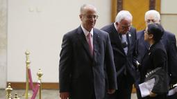 PM Palestina Rami Hamdallah saat tiba di ruang Kakatua untuk bertemu dengan Presiden Joko Widodo di JCC, Jakarta, Selasa (21/4/2015). Pertemuan membahas masalah perdagangan kedua negara hingga kemerdekaan Palestina. (Liputan6.com/Herman Zakharia)