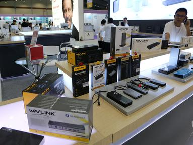 Produk elektronik dipajang pada pameran Global Sources Electronics Indonesia di JCC, Jakarta, Kamis (5/12/2019). Pameran yang berlangsung hingga tanggal 7 Desember menghadirkan 350 pemasok dari China, Korea Selatan, Taiwan, Hong Kong dan Indonesia. (Liputan6.com/Fery Pradolo)