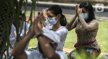 FOTO: Peringatan Hari Raya Galungan di Pura Amerta Jati Depok