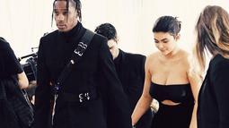 Dilansir dari HollywoodLife, Kylie Jenner sangat bahagia ketika Travis mengajaknya ikut. (instagram/kyliejenner)