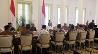 Jokowi menerima kunjungan pengurus Forum Betawi Rempug (FBR) di Istana Kepresidenan, Bogor, Jawa Barat.(Www.sulawesita.com)