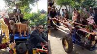 Viral Pengantin Pria Diarak Pakai Traktor Keliling Kampung, Bak Raja Sehari. (Sumber: TikTok/andikjurnalis)