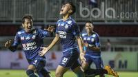 Hanif Sjahbandi merayakan golnya ke gawang PBFC pada laga Final Piala Presiden 2017 di Stadion Pakansari, Bogor, Minggu (12/3/2017). (Bola.com/Vitalis Yogi Trisna)