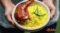 Nasi kuning ayam BBQ. (Foto: Kokiku Tv)