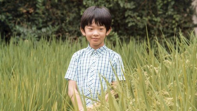 Pangeran Hisahito sering dijaga oleh petugas polisi. (AFP)