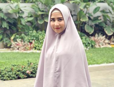 Gaya Modis Prilly Latuconsina Kenakan Hijab