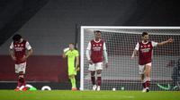 Para pemain Arsenal tertunduk lesu usai dibantai Aston Villa 0-3 di markas sendiri. (Andy Rain/Pool via AP)