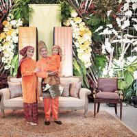 Ruben Onsu dan Sarwendah kompak mengenakan busana adat Jambi saat acara 7 bulanan sang istri (Dok.Instagram/@ruben_onsu/https://www.instagram.com/p/BvaMNeXJadk/Komarudin)