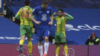 Pemain West Bromwich Albion Matheus Pereira merayakan gol ke gawang Chelsea dalam lanjutan Liga Inggris di Stamford Bridge, Sabtu (3/4/2021) malam WIB. (Mike Hewitt/Pool via AP)