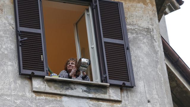 Hadapi Darurat COVID-19, Warga Italia Flash Mob di Balkon