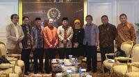 Ombudsman saat mengunjungi Ketua DPR Ade Komarudin. (Liputan6.com/Devira Prastiwi)