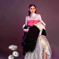 Murid dari Istituto Di Moda Burgo Indonesia menampilkan koleksi yang bernuansa nusantara dengan sentuhan elegan khas Italia (Foto: IMB)