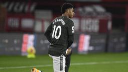 Marcus Rashford. Striker Inggris berusia 23 tahun yang merupakan produk Akademi ini dipercaya Manchester United mengenakan nomor punggung 10 mulai 2018/2019 sebagai warisan Zlatan Ibrahimovic. Di awal kariernya pada 2015/2016 ia sempat menggunakan nomor 39 dan 19. (Foto: AFP/Pool/Peter Powell)