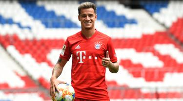 Gabung Bayern Munchen, Philippe Coutinho Pamer Jersey dan Istri