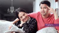 Raffi Ahmad-Nagita Slavina membuat film Rafathar untuk putra mereka. (Fotografer: Bambang E. Ros, Stylist : Indah Wulansari, Digital Imaging: Muhammad Iqbal Nurfajri/Bintang.com)