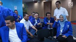Sejumlah caleg terpilih PAN berbincang saat berada di dalam Gedung KPK, Jakarta, Rabu (29/5/2019). Penyerahan LHKPN ini dalam rangka memenuhi salah satu syarat  penting pelantikan anggota legislatif terpilih 2019-2024. (Liputan6.com/HO/Soni)