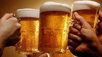 Kamu suka minum alkohol sebelum tidur? Bahaya nggak ya?
