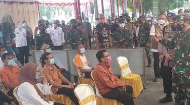 Panglima TNI dan Kapolri saat memantau penanganan Covid-19 di Jateng. (Foto: Liputan6.com/Felek Wahyu)