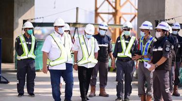 Presiden Komisaris BUMN PTPP (Persero) Tbk Andi Gani Nena Wea melakukan peninjauan proyek gedung perkantoran Maritime Tower