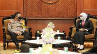 Gubernur Jawa Timur, Khofifah Indar Parawansa menerima silaturahmi Kapolda Jawa Timur Irjen Pol M Fadil Imran di Gedung Negara Grahadi Surabaya, Senin (11/5/2020).  (Foto: Liputan6.com/Dian Kurniawan)