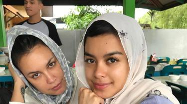 6 Potret Cantik Sophia Latjuba saat Pakai Hijab Ini Bikin Pangling
