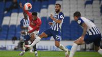 Striker Manchester United, Marcus Rashford, melepaskan tendangan ke arah gawang Brighton pada laga Premier League pekan ke-32 di Stadion Falmer, Rabu (1/7/2020) dini hari WIB. Manchester United menang 3-0 atas Brighton. (AFP/Mike Hewitt/pool)
