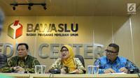 Anggota Bawaslu, Ratna Dewi Pettalolo memberikan keterangan di Gedung Bawaslu, Jakarta, Kamis (12/7). Bawaslu memberikan sejumlah keterangan hasil pengawasan penyelenggaraan Pilkada Serentak 2018. (Liputan6.com/Helmi Fithriansyah)
