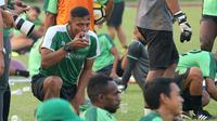 Caretaker pelatih Persebaya Surabaya, Bejo Sugiantoro. (Bola.com/Aditya Wany)