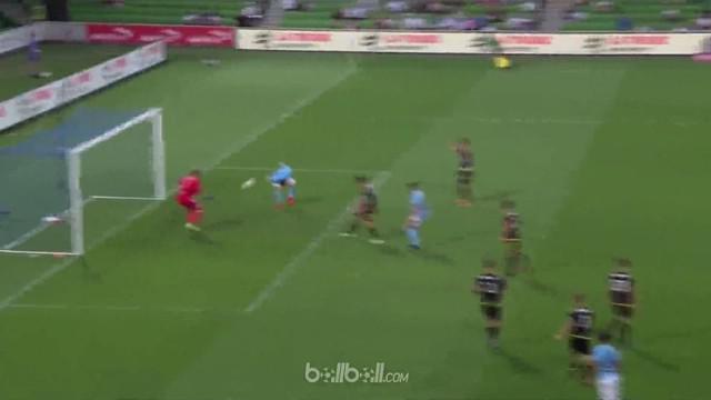 Bek Melbourne City berikan assist kepada lawan untuk mencetak gol ke gawang timnya. This video is presented by Ballball.