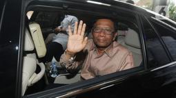 Menko Polhukam, Mahfud Md bersiap meninggalkan Gedung KPK memberikan keterangan seusai menyerahkan Laporan Harta Kekayaan Penyelenggara Negara (LHKPN) di Jakarta, Senin (2/12/2019). Diberitakan sebelumnya, KPK mengimbau para menteri untuk melaporkan kekayaan mereka ke KPK. (merdeka.com/Dwi Narwoko)