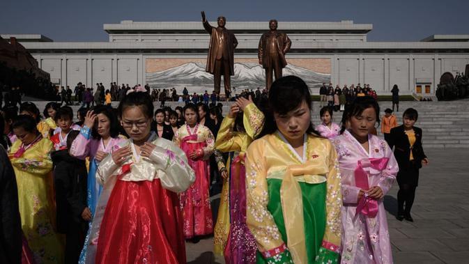 Sekelompok wanita berpakaian tradisional terlihat dalam perayaan tersebut (AFP)