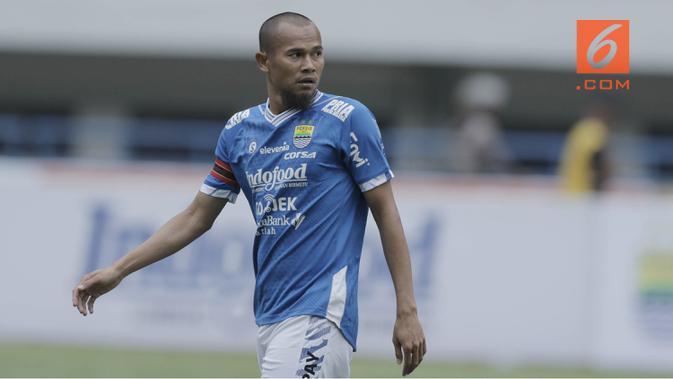 Kapten Persib Bandung Supardi Nasir dituduh menerima suap dalam laga kontra PSMS Medan dalam lanjutan Liga 1 2018. (Bola.com/M Iqbal Ichsan)