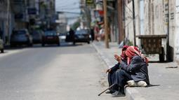 Warga duduk-duduk saat Hari Nakba di kamp pengungsian Al-Shati, Jalur Gaza, Palestina, Rabu (15/5/2019). Rakyat Palestina memperingati Hari Nakba di mana mereka eksodus dari tempat kelahirannya. (MOHAMMED ABED/AFP)