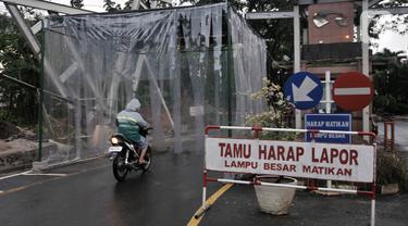 FOTO: Penerapan Bilik Disinfektan Perumahan di Bekasi