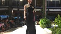 Di Bali Fashion Trend 2018, BI mempersembahkan fashion show kreasi tenun kolaborasi SME dan Indonesian Fashion Chamber (IFC).