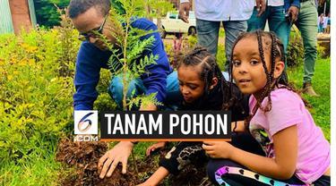 Masyarakat Ethiopia bergotong royong menanam pohon sebanyak 350 juta buah untuk menyuburkan kembali tanah negara mereka.